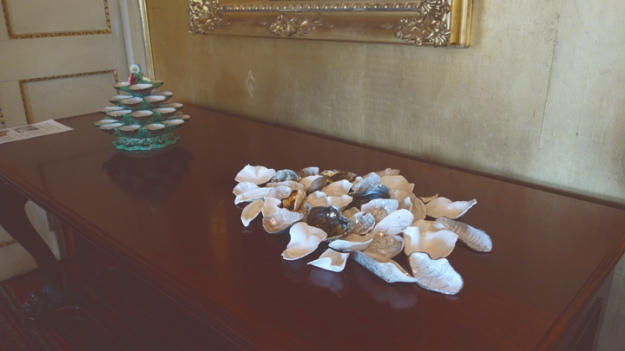 2.Su Grierson 'Discard & Reclaim' discarded oyster shells & reclaimed procelain in response to Meissen oyster servery.